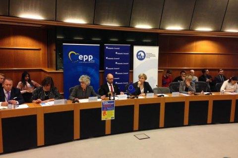 Яценюк у Брюсселі: ми прийняли чотири пакети жорсткої економії, а отримали в 40 разів менше від Греції