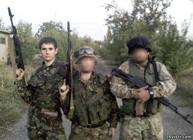 Громов (зліва) з побратимами у добробаті КРИМ