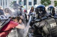 Під Білим домом силовики гумовими кулями і сльозогінним газом розігнали мітинг