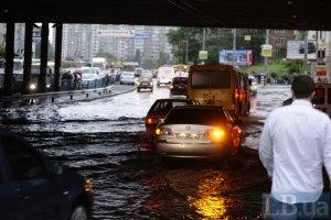 Гроза парализовала движение на киевских улицах