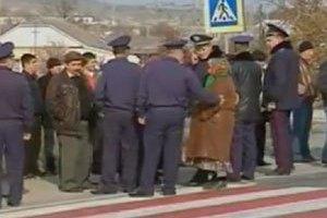 Жители пригорода Симферополя перекрыли трассу на Ялту, требуя обеспечить их дома газом