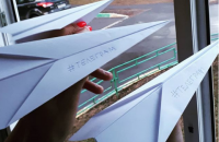 В России Telegram устроил акцию протеста с бумажными самолетиками