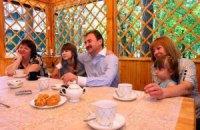 Секреты семьи Поповых: что глава КГГА дарит женщинам