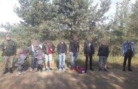 Пограничники Львовской области задержали 11 нелегалов с детьми