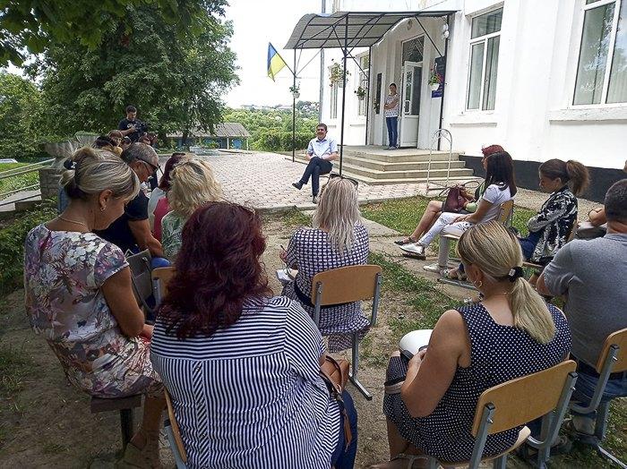 Максим Бурбак во время встречи с избирателями