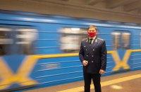 Київський метрополітен зупинився на хвилину для вшанування з нагоди Дня пам'яті захисників України