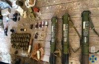 На Закарпатті знайшли схованку з великою кількістю вибухівки і гранат