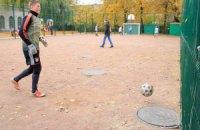Житомирская мэрия подарила детям футбольное поле с канализационными люками