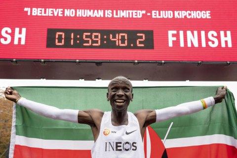Вперше в історії спорту кенієць Кіпчоґе пробіг марафон менш ніж за дві години