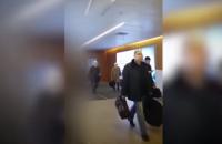 В сети появилось видео с Плотницким в московском аэропорту
