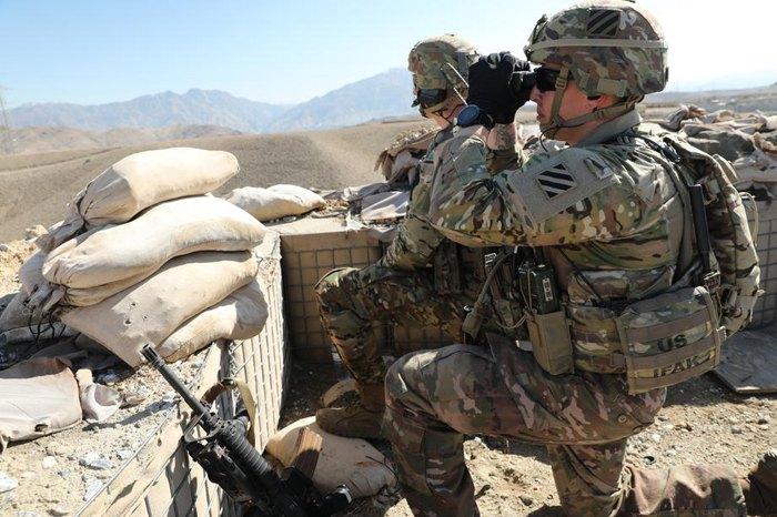 Морпехи армии США на боевой позиции во время пребывания контингента с миссией в провинции Каписа, Афганистан.