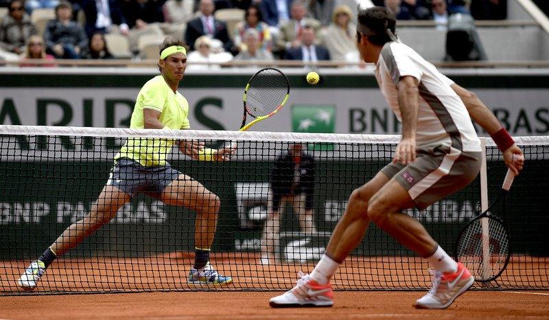 Рафаель Надаль і Роджер Федерер у півфіналі Ролан Гарросу 7 червня 2019 року