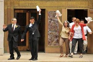 В Нью-Йорке за день заключили 659 однополых браков