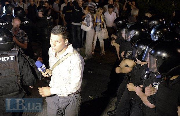 побитый милицией журналист 5-го канала Андрей Ковалев