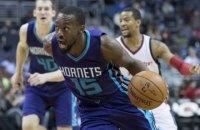Игрок НБА в двух подряд матчах регулярного чемпионата набрал в сумме 103 очка