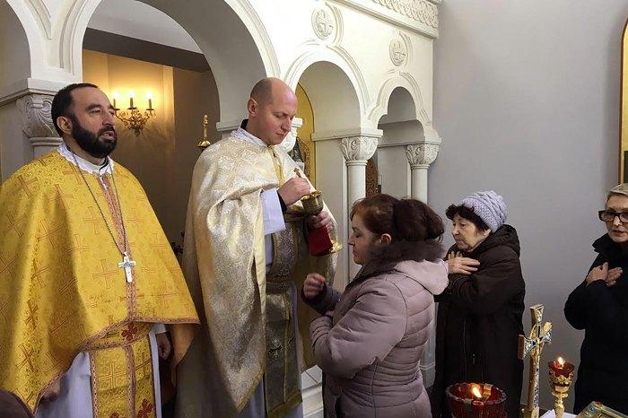 Богослужіння у Святотроїцькому храмі (УГКЦ) у м. Ялта, 8 грудня 2016 року.