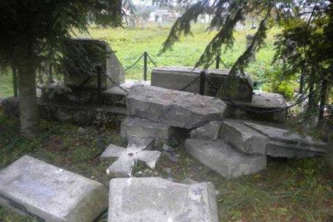 Польща не розкрила жодного з 14 випадків вандалізму щодо українських пам'ятників із 2014 року