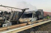 На трассе Киев-Одесса столкнулись два грузовых и три легковых автомобиля, три человека погибли
