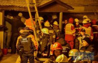 Под завалами обвалившегося дома в Киеве погиб еще один человек (обновлено, добавлено фото)
