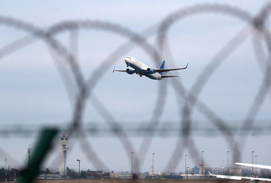 Літак, на якому вилітає Навальний до Москви