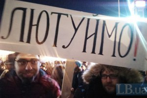 В Крыму неизвестные повредили автомобиль координатора местного Майдана