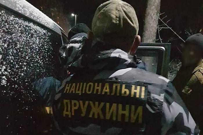Жителі карпатського села затримали озброєних членів бандитського угруповання