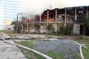 В Одесі через кондиціонер згоріла дотла двоповерхова будівля