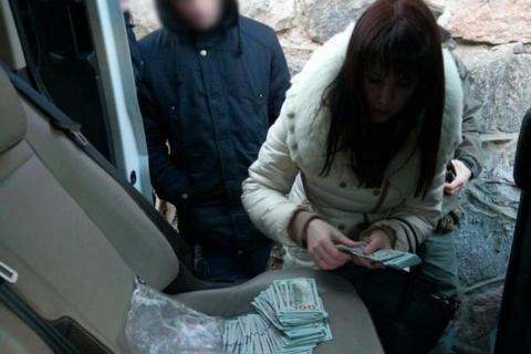 НАБУ затримало помічницю судді на хабарі $23 тисячі