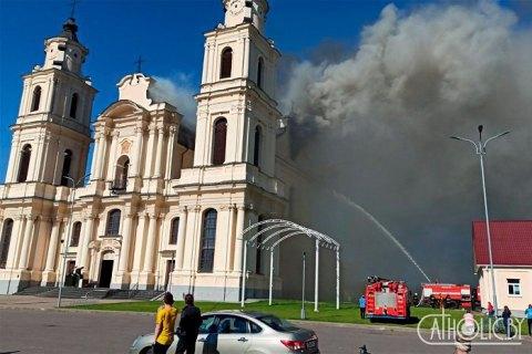В белорусском Будславе горел костел, обрушилась крыша здания