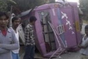 В Индии автобус упал в пропасть