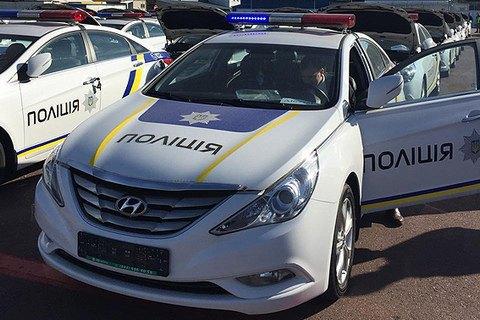 В Киеве женщина-водитель укусила и сбила полицейского