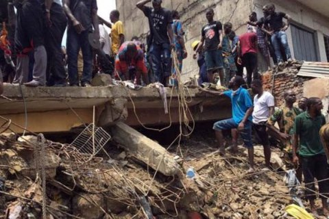 Количество погибших при обрушении здания школы в Нигерии достигло 20 человек