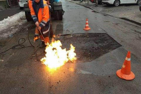 """""""Укравтодор"""" решил отказаться от ямочного ремонта дорог"""