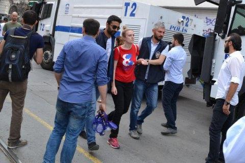 Поліція затримала євродепутата під час розгону гей-прайду в Стамбулі