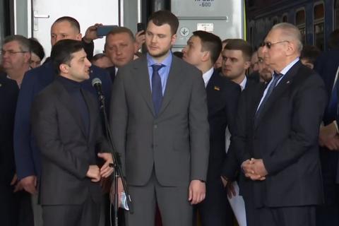 """Зеленський запропонував """"УЗ"""" купити у Крюківського заводу 90 вагонів і три дизель-поїзди"""