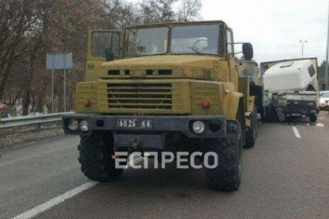 Военный грузовик попал в ДТП на выезде из Киева