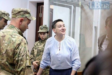 Савченко в суде снова защищают три адвоката