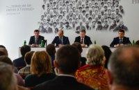 Порошенко призвал учредить именные стипендии в честь пятерых Героев Небесной сотни