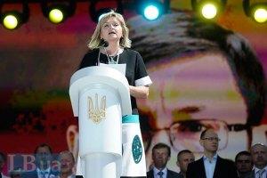 Луценко готов возглавить новый Майдан, - жена