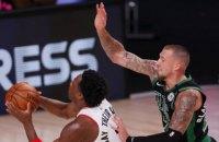 """В матче НБА между """"Лейкерс"""" и """"Торонто"""" произошла массовая драка"""