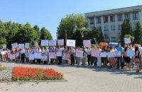 """""""ПрикарпатЗахідтранс"""" провів мітинг біля апеляційного госпсуду у Рівному"""