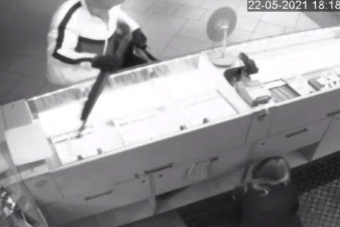 У Києві арештували підозрюваного в розбійному нападі на ювелірний магазин КЮЗ