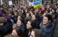 На львовском Евромайдане проводят молебен за украинский народ