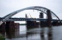 На Подольском мосту демонтируют временные опоры
