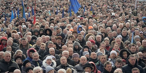 Кадр из фильма Майдан