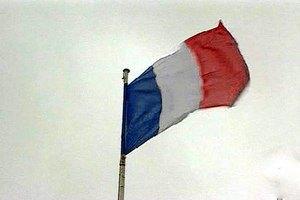 Франция продлила чрезвычайное положение на три месяца