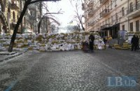 Коммунальщики пытались разобрать баррикаду на Лютеранской