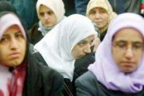 У Чечні співробітниць держустанов змушують ходити на роботу в хіджабі, - ЗМІ