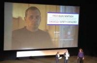Звезды мирового кино в Каннах провели акцию солидарности с Сенцовым
