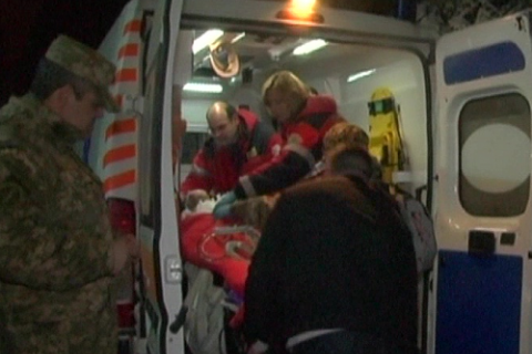 Літак з пораненими бійцями АТО через негоду не долетів до Львова і сів у Вінниці